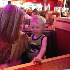 Photo taken at Red Robin Gourmet Burgers by Andrew T. on 6/6/2012