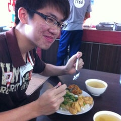 Photo taken at Fatty Mixed Rice by Edvin L. on 8/8/2012