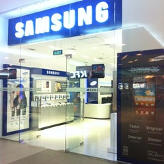 Photo taken at Samsung Store by Ed-mark G. on 4/28/2012