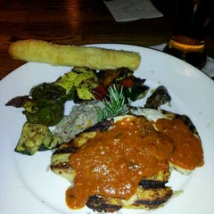 Photo taken at Uno Pizzeria & Grill - Waltham by al k. on 4/23/2012