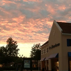 Photo taken at North Georgia Premium Outlets by Alberto Lempira G. on 9/9/2012