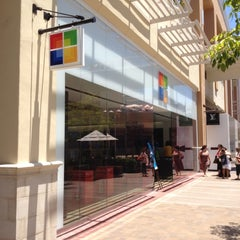 Photo taken at Microsoft Store by Mauricio D. on 7/7/2012