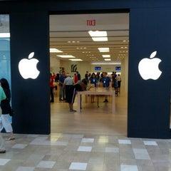 Photo taken at Apple Store, Chandler Fashion Center by Brad J. on 9/12/2012