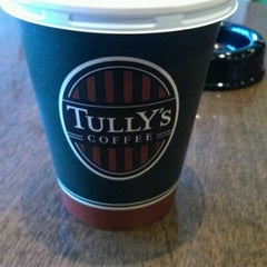 Photo taken at TULLY'S COFFEE 飯田橋ガーデンエアタワー店 by Moto N. on 1/19/2012