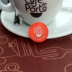 Photo taken at Café do Porto by Alvaro F. on 8/8/2012