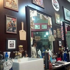 Photo taken at Barbearia 9 de Julho by Ronaldo D. on 12/2/2011