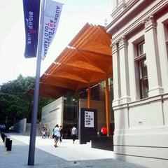 Photo taken at Auckland Art Gallery by Clinty M. on 11/13/2011