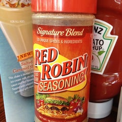 Photo taken at Red Robin Gourmet Burgers by Lori B. on 6/27/2012