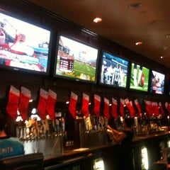 Photo taken at Fox and Hound Birkdale by Giselle M. on 12/24/2011