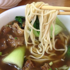 Photo taken at Lam Zhou Handmade Noodle by 🍴Eugene L. on 3/18/2012