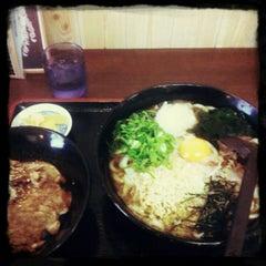 Photo taken at 鳴門うどん 荒木店 by GATTACA on 11/4/2011