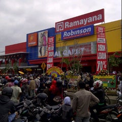 Photo taken at Ramayana Mall Garut by liecke suryadi on 8/7/2011
