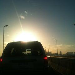 Photo taken at ทางคู่ขนานลอยฟ้าบรมราชชนนี (Borommaratchachonnani Elevated Highway) by Kritsana P. on 6/13/2012