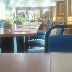 Photo taken at Restaurante Flowers by Devrim G. on 11/8/2011