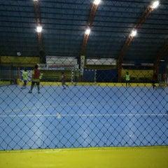 Photo taken at Gool Futsal Mangga Dua by Stifler Y. on 9/12/2011