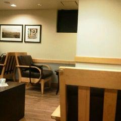 Photo taken at Starbucks Coffee 茅場町店 by Murakami H. on 11/10/2011