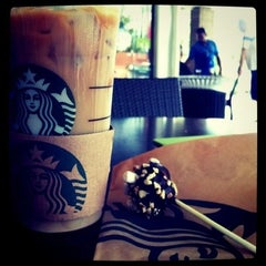 Photo taken at Starbucks by Elizabeth R. on 8/27/2011