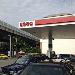 Photo taken at Esso (เอสโซ่) by Bamroung T. on 8/17/2012
