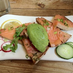 Photo taken at Le Pain Quotidien by Yosuke H. on 8/8/2012
