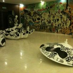 Photo taken at House (เฮ้าส์) by BOOK Warawut L. on 2/17/2012