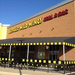 Photo taken at Buffalo Wild Wings by sneakerpimp on 4/7/2012