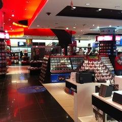 Photo taken at Virgin Megastore | فيرجن ميجاستورز by Mostafa I. on 3/6/2012