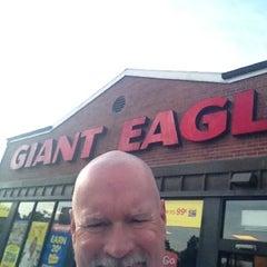 Photo taken at Giant Eagle Supermarket by Scott W. on 7/24/2012