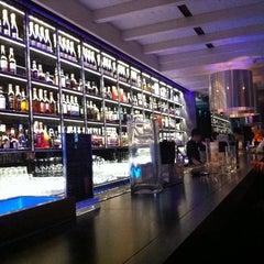 Photo taken at LMNT [Element] Drink & Eat by Leonardo Tiberius ⛵ on 10/11/2011