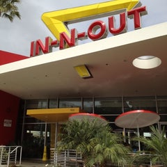Photo taken at In-N-Out Burger by Mike S. on 4/26/2012