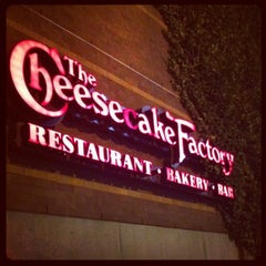 Photo taken at The Cheesecake Factory by Giancarlo Nicola Z. on 3/26/2012