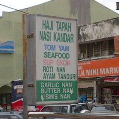 Photo taken at Haji Tapah Nasi Kandar (Melawati Foodcourt) by M Kamil A. on 8/28/2012