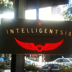 Photo taken at Intelligentsia Coffee by Elle M. on 9/3/2012
