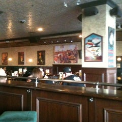 Photo taken at Hennessey's Tavern by Ernie L. on 10/14/2011