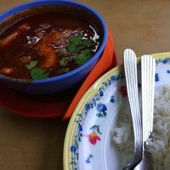 Photo taken at Restoran Makanan Thai Asli / Om Fruit Juice by Fann C. on 8/27/2011