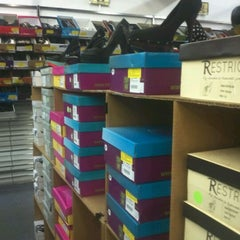 Photo taken at Shoes On a Shoestring by 0hglory on 2/19/2012