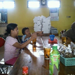 Photo taken at Ayam Goreng Mbok Sabar by Noviantoro S. on 12/28/2011