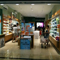 Photo taken at The Body Shop by Rudd_de on 8/7/2011