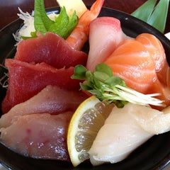 Photo taken at Kanpai Japanese Sushi Bar & Grill by chiesama on 5/20/2012