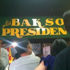Photo taken at Bakso President by Ajjief D. on 8/20/2012