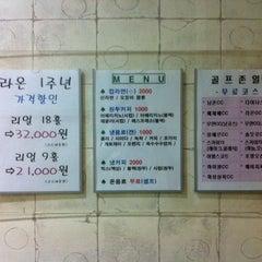 Photo taken at 논현역라온스크린골프 by Sanghyun P. on 7/30/2011