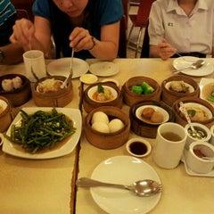 Photo taken at The Canton House (เดอะ แคนตัน เฮาส์) by Saranya E. on 12/24/2011