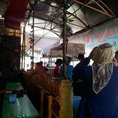 Photo taken at Warung Nasi Pindang Kuyung by Masagus F. on 9/6/2011