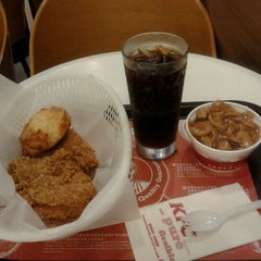 Photo taken at KFC 肯德基 by Ernest W. on 11/17/2011