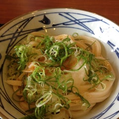 Photo taken at 丸亀製麺 熊本佐土原店 by micomico03 on 5/13/2012