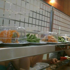 Photo taken at Kulu Kulu Sushi by Anna K. on 8/10/2012