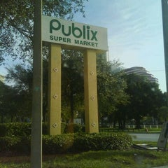 Photo taken at Publix by D ™ on 8/30/2011
