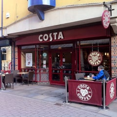 Photo taken at Costa Coffee by Maxx ♕ C. on 1/19/2011