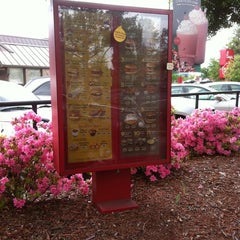 Photo taken at Chick-fil-A by Laura V. on 4/12/2011