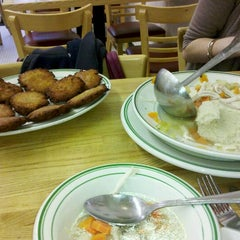 Photo taken at Famous 4th Street Delicatessen by Kathryn🐻 D. on 10/20/2011