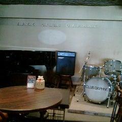 Photo taken at jazz club daphne by 幹 大. on 9/18/2011